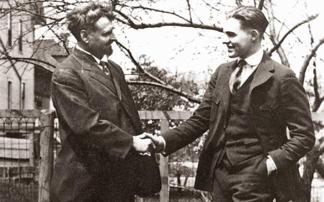 Campionul de Ernest Hemingway teatru radiofonic la microfon latimp.eu